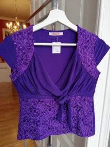 2ndHand: Glamour Top in Lila mit Pailetten