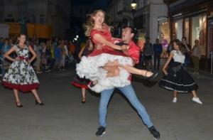 ...vorgeführt von Daniela Mackh Dancestudios...